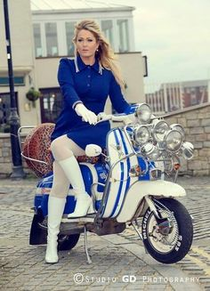 Colour coordination.... Vespa & Lambretta girls