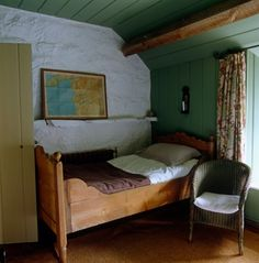 Hackett-Holland-North-Wales-stone-farmhouse-bedroom