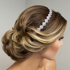 Elegant and stylish bridal updo with headband. Fancy Hairstyles, Bride Hairstyles, Updo Hairstyle, Bridesmaid Hair, Prom Hair, Bridal Hair And Makeup, Hair Makeup, Updo With Headband, Wedding Hair Inspiration