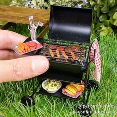 4th July BBQ! #miniature #miniaturefood #polyclay #polymerclay #handmade #hotdog #burger