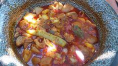 Csülök-köröm paprikás bográcsban Native Foods, Hungarian Recipes, Goulash, Pot Roast, Chili, Sausage, Grilling, Vitamins, Bbq