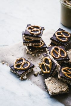 Peanut Butter & Pretzel Bars  from No Bake Makery, by Cristina Suarez Krumsick via topwithcinnamon #Snacks #No_Bake #Peanut_Butter #Pretzel #Chocolage