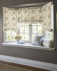 48 Impressive Bow Window Design Ideas That Have An Elegant Look - Bow windows have been around for centuries, and for good reason. Not only are they are a stylish addition or design feature on your house, but they al. Bay Window Decor, Bay Window Design, Bay Window Living Room, Bay Window Blinds, Bay Window Seats, Bay Window Treatments, Window Treatments Living Room, Window Benches, Fabric Shades