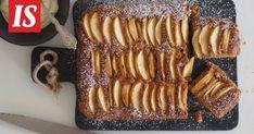Omenakakku saa astetta paremman maun, kun joukkoon lisätään hitunen ruskistettua voita, Sikke Sumari vinkkaa. French Toast, Muffins, Bacon, Breakfast, Sweet, Desserts, Recipes, Food, Garden