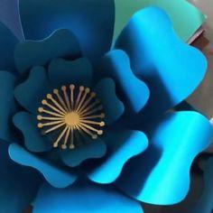 Paper Flowers Templates & more von AnasArtsyInspiration auf Etsy Diy Flowers, Paper Flowers, Flower Center, Flower Template, Etsy App, Iphone, Cricut Design, Svg File, Card Stock