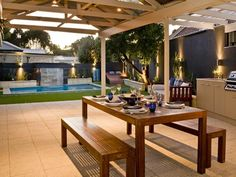 Great outdoor dining area.     Get Inspired by photos of Outdoor Living from Australian Designers & Trade Professionals - Home Improvement Pages