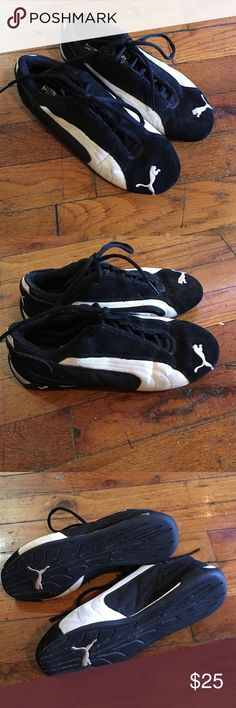Size 7 pumas Pumas, lightly worn still good condition Puma Shoes Athletic Shoes
