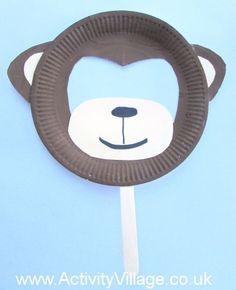 Paper Plate Monkey Mask / Masque de singe en assiette de papier