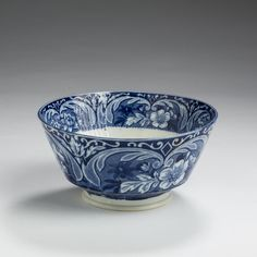 'ARMS OF THE UNITED STATES,' RARE STAFFORDSHIRE DARK BLUE TRANSFER-PRINTED WASTE BOWL, UNKNOWN MAKER, EARLY NINETEENTH CENTURY. | Northeast Auctions