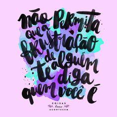 algumas pessoas vão te colocar pra baixo, te fazer se sentir inferior e como um fracassado. essas pessoas não são superiores a você, elas são frustradas! só você sabe das suas limitações e só você é capaz de valorizar suas próprias conquistas. pense nelas e terás mais forças pra acreditar em si mesmo! ✨ Do insta @coisasboasacontecem