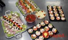 For a reception (champagne breakfast, inauguration, etc.) we recommend cocktail canapés from French baguette cut, individually topped and finely garnished.Our mixed canapés: Pizza Snacks, Snacks Für Party, Tapas, Champagne Breakfast, Party Finger Foods, Party Buffet, Brunch Party, Canapes, Catering