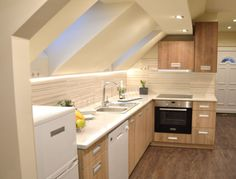 Ötletek: modern konyha, praktikus tárolási megoldások tárházával ...