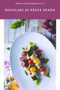 I #souvlaki di #pescespada sono tra le mie varianti preferite di questo piatto, il souvlaki, di origine greca e solitamente preparto con la carne; li ho serviti con un'isalata molto particolare e saporita con l'aggiunta di uva, che scommetto adorerai!