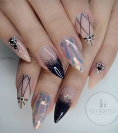 These nails remind me of the universe with the dark blue and black rhinestones on her ring finger. Black patterns can nice to emphasize the light color on your nails.