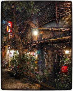 いいね!46件、コメント1件 ― ナカムラ/風呂屋の煙突さん(@nakamura_furoyanoentotsu)のInstagramアカウント: 「神保町、さぼうる。赤電話のある風景。#神保町 #さぼうる #赤電話 #都市風景論」