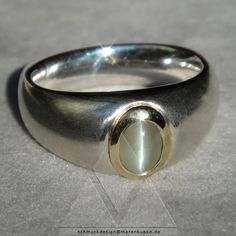 "Seltenes Chrysoberyll-Katzenauge ""cat's eye"" aus Sri Lanka. Massiver Bandring aus Silber und 585/- Goldfassung."