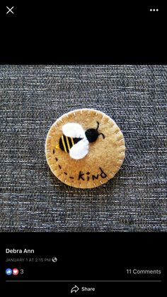 cool pin love this site www.bottlemeamess… great way to send a message www.ups… – 2019 - Wool Diy Felt Embroidery, Felt Applique, Bee Crafts, Sewing Crafts, Fabric Crafts, Felt Brooch, Brooch Pin, Felt Decorations, Felt Christmas Ornaments