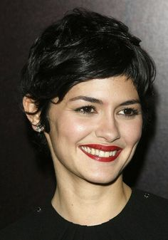 Audrey Tautou, from Iryna. Curly Hair Cuts, Short Curly Hair, Short Hair Cuts, Curly Hair Styles, Celebrity Teeth, Celebrity Smiles, Audrey Tautou, Popular Hairstyles, Cool Hairstyles