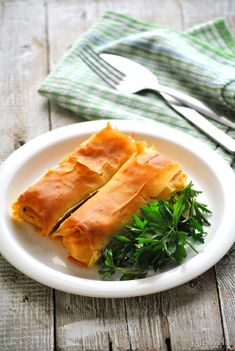 Chicken Pie - site is in greek, but looks something like chicken pot pie filling wrapped in phyllo dough; Chicken Pot Pie Filling, Phyllo Dough, Yum Yum Chicken, Spanakopita, Main Dishes, Ethnic Recipes, Savoury Pies, Greek, Quiches