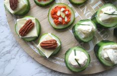 Hapjes met komkommer, een lekker en makkelijk koolhydraatarm verjaardags hapje! Savory Snacks, Healthy Snacks, Healthy Recipes, Cucumber Recipes, Tea Recipes, Snacks To Make, Food To Make, High Tea Food, Good Food
