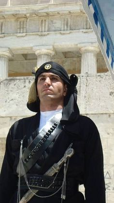 A soldier of the Greek Presidential Guard wearing the traditional, Pontian Greek costume. The Unknown Soldier Memorial in Athens, Greece. Greece Pictures, Men Dress Up, Mykonos, Greek Culture, Athens Greece, Macedonia, Ancient Greece, Greek Islands, People Around The World