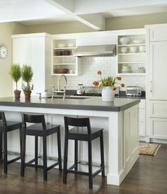 Browse photos of Small kitchen designs. Discover inspiration for your Small kitchen remodel or upgrade with ideas for organization, layout and decor. Eclectic Kitchen, New Kitchen, Kitchen Ideas, Kitchen Layout, Kitchen Trends, Kitchen Colors, Kitchen Designs, Kitchen Small, Awesome Kitchen