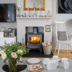Traditional living room pictures and photos for your next decorating project. Find inspiration from of beautiful living room images Living Room Images, Living Room Grey, Living Room Modern, Modern Stoves, Victorian Living Room, Home Fireplace, Fireplaces, Cottage Living, Cottage Style