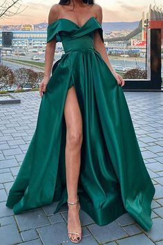 Off the Shoulder Emerald Green Satin Long Prom Dresses with Leg Slit Off Shoulder Dark Green High Slit Long Formal Evening Dresses Stunning Prom Dresses, Pretty Prom Dresses, Hoco Dresses, Gala Dresses, Prom Dreses, Event Dresses, Dresses For Parties, Prom Dresses Long Sleeve, Homecoming Dresses