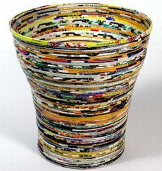How to Recycle: Recycled Waste Paper Basket Recycle Newspaper, Newspaper Basket, Newspaper Crafts, Recycled Paper Crafts, Recycled Magazines, Recycled Art, Magazine Deco, Magazine Crafts, Paper Vase