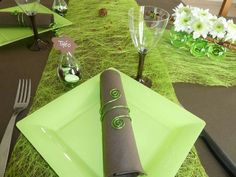 Deco table chocolat-vert anis Table Verte, Deco Table, Decoration, Vegetables, Awesome, Comme, Board, Wedding Ring, Watch