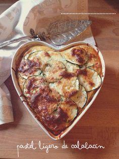 Comer verduras y comer sano no es sinónimo de comer aburrido. Hoy os proponemos una receta de un pastel ligero de calabacín fácil, rápido y resultón.
