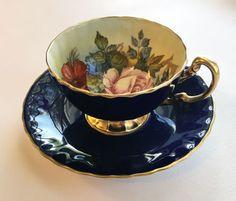 AYNSLEY-BONE-CHINA-ENGLND-BLUE-HANDPAINTED-ROSE-SIGNED-JA-BAILEY-TEA-CUP-SAUCER
