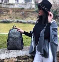 DOCA Fashion bags!!! Fashion Bags, Fashion Ideas, Riding Helmets, Hats, Fashion Handbags, Hat, Hipster Hat