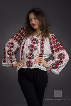 authentic traditional embroidery pattern - Hand embroidered Romanian peasant blouse - worldwide shipping - bohemian top - vyshyanaka = ie romaneasca