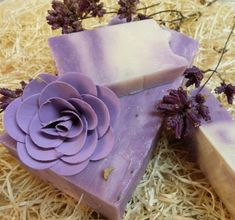 How to Make Homemade Lavender Soap - 8 Steps Savon Soap, Hydrangea Colors, Diy Body Butter, Lavender Soap, Lavander, Soap Bubbles, Body Soap, Lotion Recipe, How To Make Homemade
