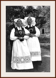 Hardanger Tribal Dress, Wedding Costumes, Folk Costume, Antique Photos, My Heritage, Body Modifications, Festival Wear, Traditional Dresses, Dance Wear