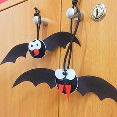 Reutilize as suas cápsulas e faça estes morcegos :) #halloween #decoração #morcegos #diy #cápsulas