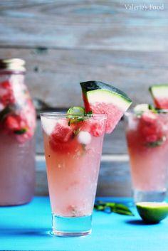 MOJITO CU PEPENE ROȘU | Rețetă + Video Summer Drinks, Cocktail Drinks, Cocktails, Mojito, Tasty, Yummy Food, Signature Cocktail, Cantaloupe, Watermelon