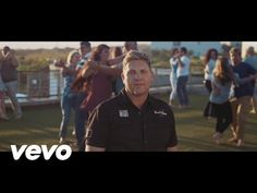 WATCH: Kurt Darren's new music video will make you want to sokkie!