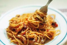 How to eat pasta like an expert Greek Dishes, Greek Recipes, Risotto, Spaghetti, Vegetarian, Yummy Food, Pasta, Baking, Health