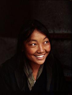 Jeune femme tibétaine. Darjeeling, Inde, 1968.