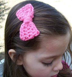 Crochet Bow Clip. Cute and easy to make: sport weight yarn, 4 rows of 20 hdc made in a round. Leave about 30 inches of yarn when you tie off to wrap around and sew on the clip (I used the snap clips with the hole at one end)