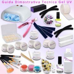 Il kit che vi arriverà comprende: - 1 lampada UV da 36W + 4 bulbi da 9W ciascuno  - Primer 15 ml - 100 pads  - 100 cartine nail form  - 1 Gel UV base 15ml  - 1 Gel UV costruttore 15ml  - 1 Gel UV bianco 5ml   - 3 Gel UV uv colorati 5ml - 1 Gel UV sigillante lucidante 5ml  - 1 cleaner 100ml  - set pennelli  - 4 lime quadrate o dritte  - 4 lime banana o mezzaluna - 1 buffer 3 lati  - 2 buffer mattoncino  - 1 colla per tip 3g  - 100 tips naturali  - 4 bastoncini in legno  - 3glitter - 1 ruota… Kit Gel Uv, Acetone, Gelato, Nespresso, Convenience Store, Ice Cream