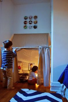 An Easy DIY Hideaway My girls' absolute favorite thing in the world? A good hideout. Whether it's a sheet fort, teepee, or even a good [. Diy Tipi, Diy Kids Teepee, Kids Tents, Diy Teepee Tent, Kids Corner, Indoor Forts, Kids Fort Indoor, Indoor Camping, Indoor Playground