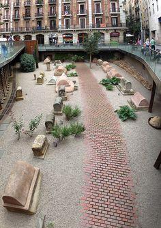 Vía sepulcral romana de la plaza de la Villa de Madrid.