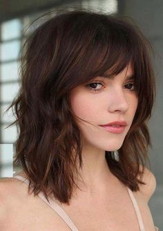When it comes to the crazy haircuts then we must mention the beauty of medium length hairstyles and haircuts. See here and choose our best ever ideas of medium hairstyles with bangs and fringes that are really awesome way to show off your beauty in T Medium Thin Hair, Bangs With Medium Hair, Short Thin Hair, Short Hair Cuts, Medium Hair Styles, Short Hair Styles, Short Blonde, Shaggy Medium Hair, Thick Hair Bangs