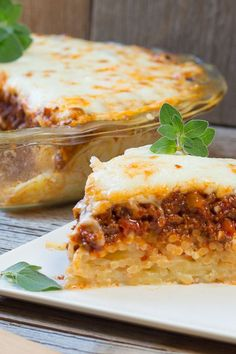 Baked Spaghetti Pie | Art and the Kitchen - Cheesy spaghetti crust with delicious layers of homemade meatsauce and cottage cheese, topped melted cheese.