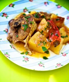 Μια εξαιρετική συνταγή για ένα πεντανόστιμο κατσικάκι με πατάτες στη κατσαρόλα. Ένα φαγητό που σίγουρα θα απολαύσετε με την οικογένειά σας ή και με τους Greek Recipes, Meat Recipes, Cooking Recipes, Meat Meals, Greek Beauty, Greek Cooking, Different Recipes, Lamb, Pork