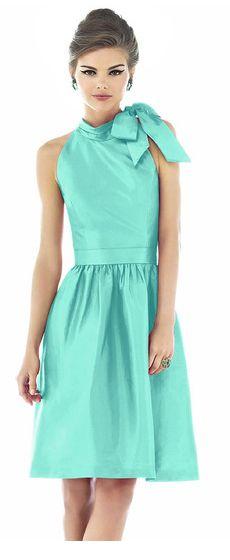 https://www.weddingtonway.com/products/alfred-sung-d534-bridesmaid-dress?sku=su-d534-coastal