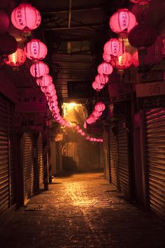Jiufen is about an hour away (via train and bus) from Taipei Main Station and most people would make it a day trip. However, my plan was to stay at Jiufen for 3 days / 2 nights and use it as a base…